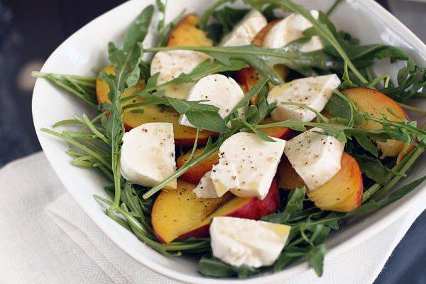 Рецепт                  Салат из персиков с моцареллой