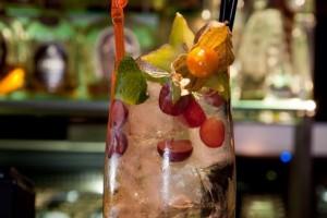Вкусный и веселый алкогольный коктейль с шампанским Случайное знакомство...
