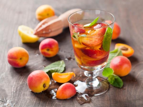 Персиковый лимонад со льдом