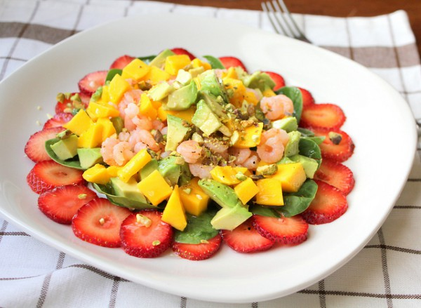 Рецепт                  Рецепты на День Валентина: Салат из креветок, манго и авокадо