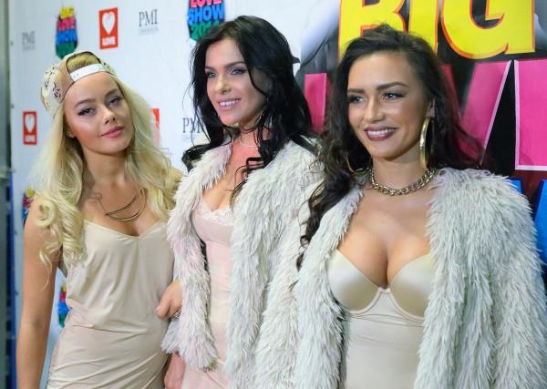 Группа Serebro показала лесбийскую любовь в новом клипе