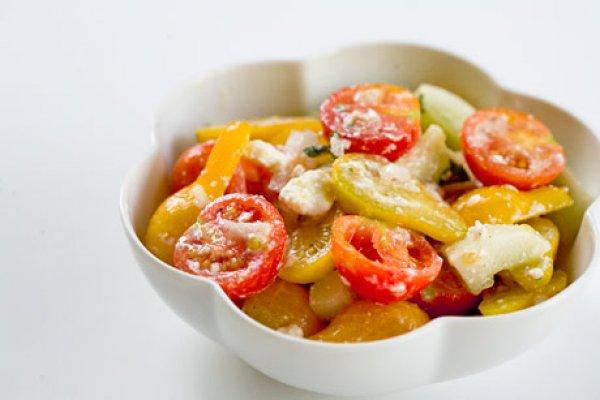 Рецепт                  Салат из помидоров с огурцами и фетой