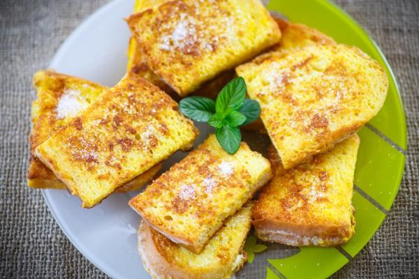 Рецепт                  Гренки с яйцом и молоком