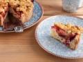 Сливовый пирог с хрустящей крошкой: три вкусные идеи