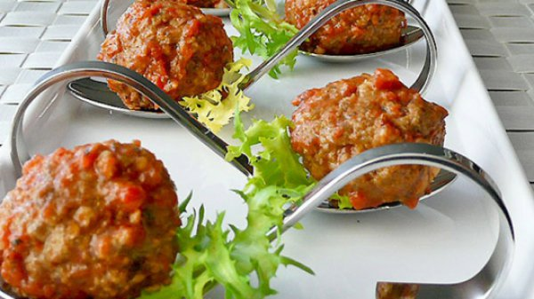 Рецепт                  Фрикадельки по-испански в томатном соусе