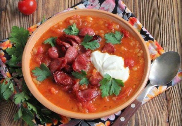 Рецепт                  Томатный суп с копчеными колбасками