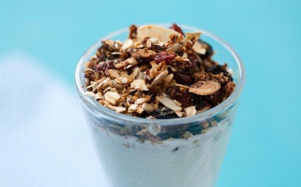 Рецепт                  Гранола из орехов и сухофруктов с йогуртом