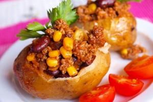Фаршированный картофель с говядиной и бобами