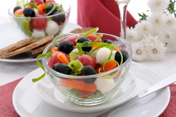 Рецепт                  Летний салат с моцареллой и маслинами