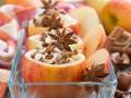 Как приготовить запеченные яблоки с творогом (видео)