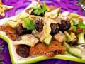 Новогодний салат с черносливом: ТОП-5 рецептов
