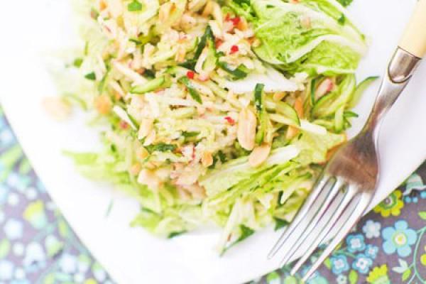 Рецепт                  Постный огуречно-яблочный салат с орехами