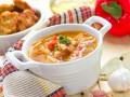 Гороховый суп с помидорами и беконом