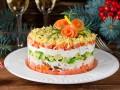 Новогодний салат с лососем и авокадо