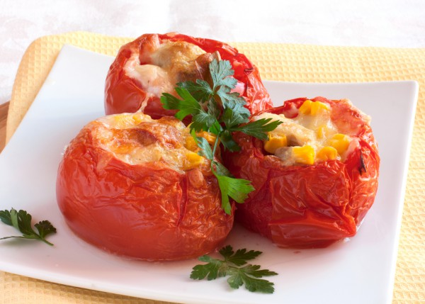 Фаршированные помидоры с грибами и кукурузой
