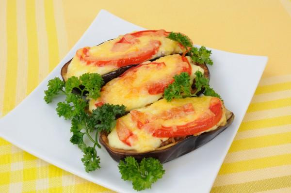 Рецепт                  Фаршированные баклажаны с помидорами и сыром