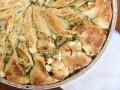 Как приготовить пирог с курицей, сыром и соусом песто