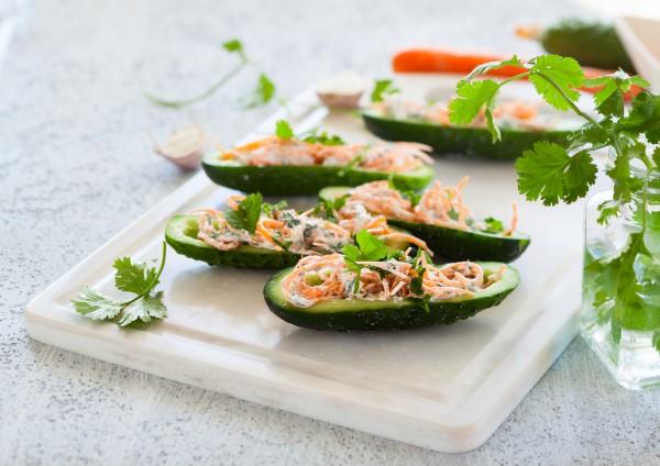 Рецепт                  Лодочки из огурцов с творогом и корейской морковью