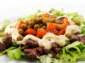 Как приготовить салат из куриной печени (видео)