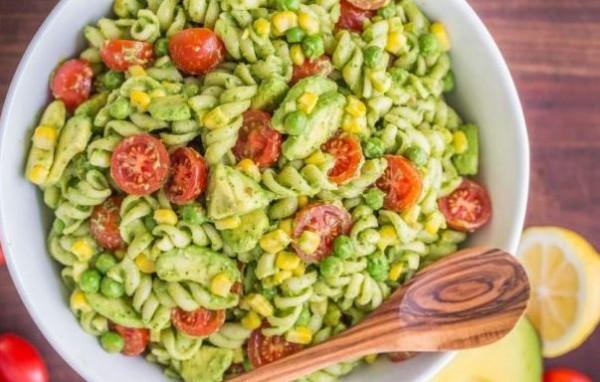 Салат с макаронами и авокадо: пошаговый рецепт
