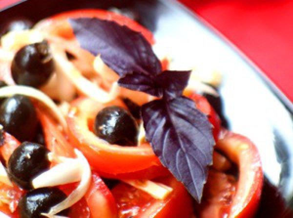 Рецепт                  Салат из помидоров с оливками и сыром