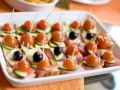Новогодние рецепты: Канапе с сыром и ветчиной
