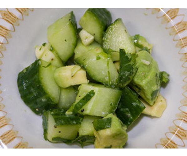 Рецепт                  Салат из авокадо и огурцов
