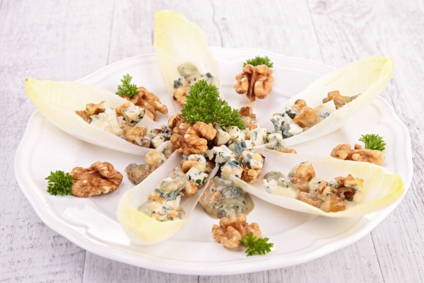 Рецепт                  Лодочки с орехами и голубым сыром