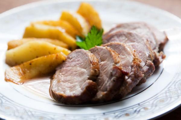 Рецепт                  Новогодние рецепты: Запеченное мясо с яблоками