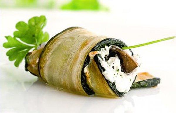 Рецепт                  Рулетики из кабачков с зеленью и сыром