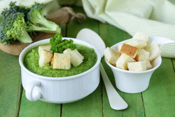 Суп-пюре из брокколи с сыром Рокфор и рукколой