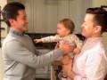 Видеохит: Папа и его брат-близнец разыграли ребенка