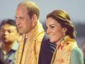 Кейт Миддлтон и принц Уильям покормили слонов и носорогов в парке