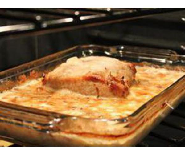 Рецепт                  Тушенная свинина с грибами в сливочном соусе