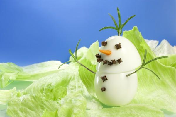 Рецепт                  Детский Новый год: Снеговичок из яиц