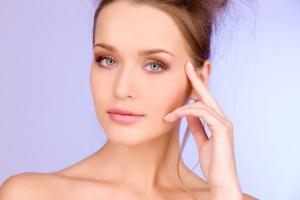Не забывай тщательно очищать лицо от макияжа в конце дня