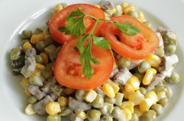 Рецепт                  Мясной салат с овощами и кукурузой
