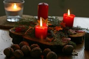 Свечи эффектно украсят новогодний стол