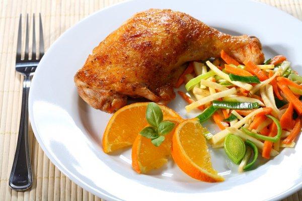 Вкусный салат из копченой скумбрии
