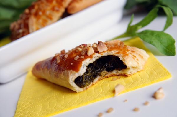 Рецепт                  Слоеные пирожки с начинкой из щавеля