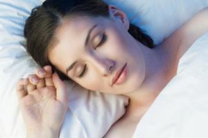 Cпящие менее пяти часов по ночам в три раза чаще становятся психически больными