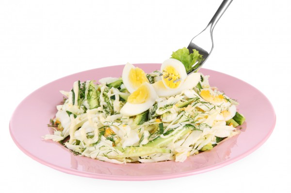 Рецепт                  Весенний салат из яиц и огурцов