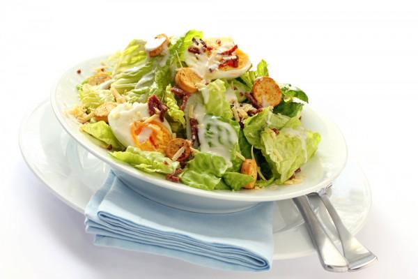 Рецепт                  Яичный салат с зеленью и сыром