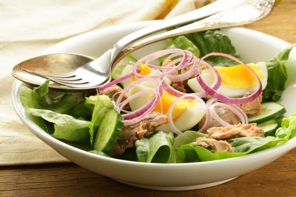 Рецепт                  Салат из тунца, яиц и огурцов