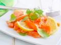 Салаты на Новый год: Рецепт с лососем и мандаринами