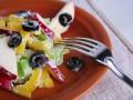 Салат из сельдерея, перца и яблок