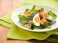 Салат со шпинатом и яйцом