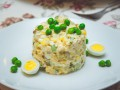 Салаты на 8 марта: Оливье с перепелиными яйцами