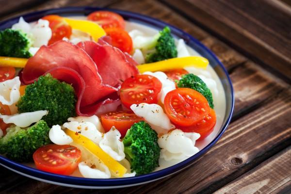 Рецепт                  Макароны с овощами и ветчиной