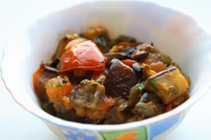 Тушеные овощи с каперсами и оливками
